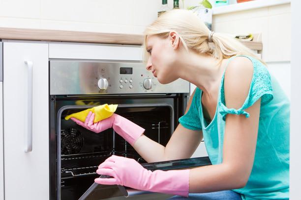 Как да се отървете от миризмата в микровълновата